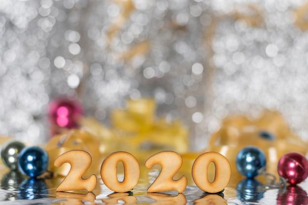 Vue de face nouvel an chiffres colorés