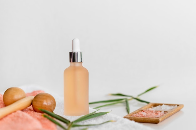 Vue de face orange huile spa arrangement de traitement cosmétique