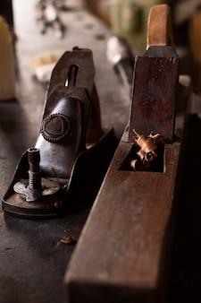Vue de face des outils de bois