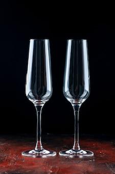 Vue de face une paire de verres à champagne