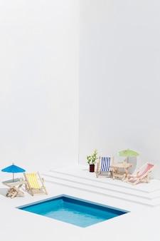 Vue de face de la petite piscine still life arrangement