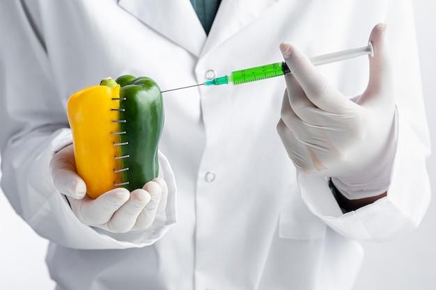 Vue de face de poivre agrafé injecté de produits chimiques