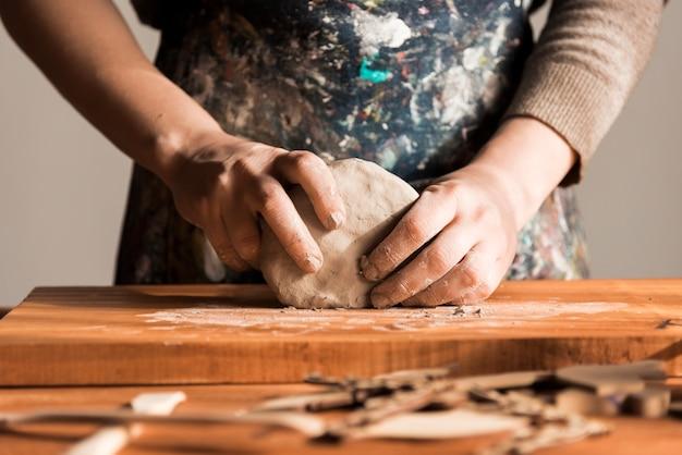 Vue de face potier fait à la main
