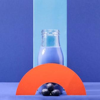Vue de face smoothie bleu aux bleuets