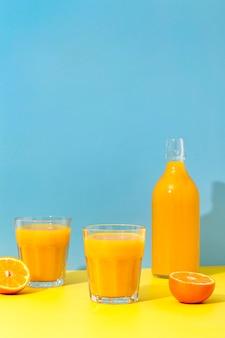 Vue de face smoothies à l'orange fraîche