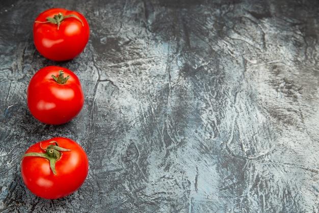Vue de face tomates rouges fraîches