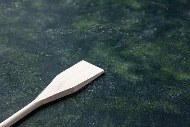 Vue de face ustensile blanc sur fond sombre couverts cuisine bois plastique obscurité fourchette couleur nourriture