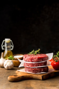 Vue de face de la viande avec espace copie