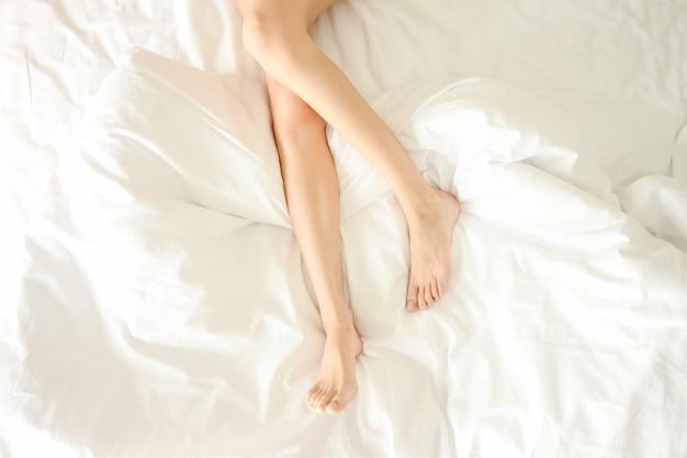 Vue féminin vie beauté couché