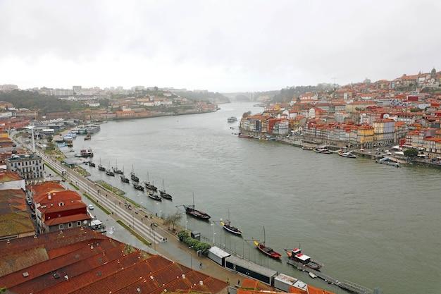 Vue sur le fleuve douro à porto