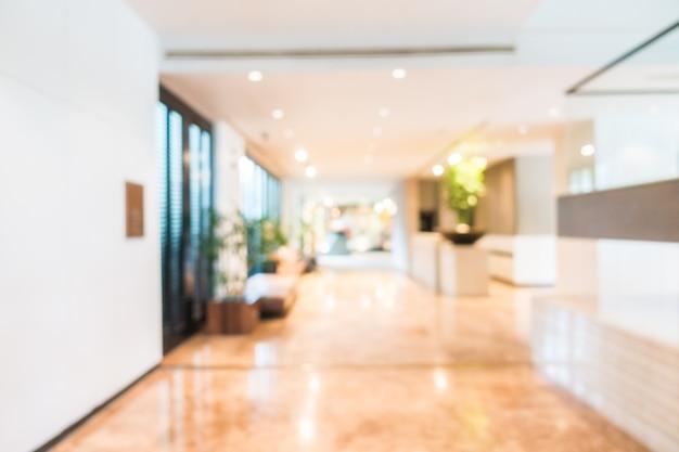 Vue floue du couloir avec des plantes