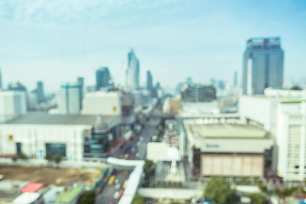 Vue floue d'une grande ville