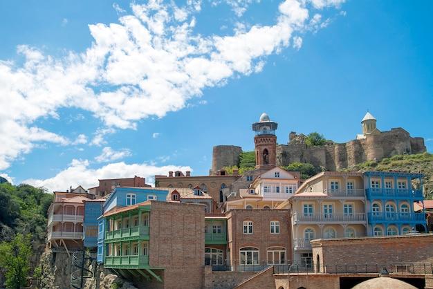 Vue sur la forteresse de narikala depuis abanotubani