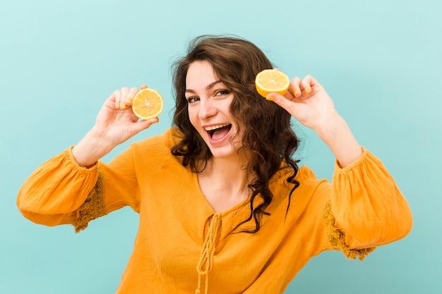 Vue frontale, de, femme, à, citron