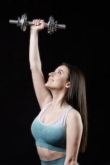 Vue frontale, de, femme sportive, à, haltères
