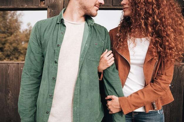 Vue frontale, femme, tenue, bras homme