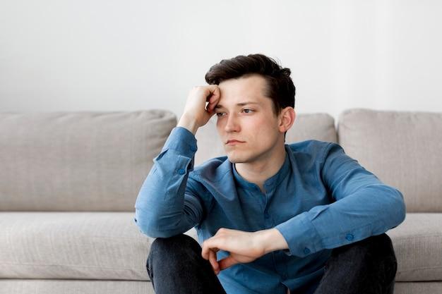 Vue frontale, de, garçon, à, anxiété