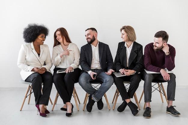Vue frontale, de, professionnels, conversation