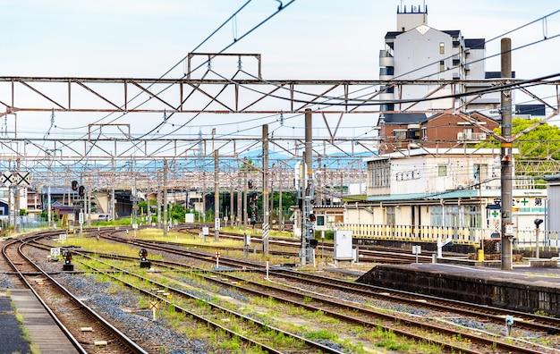 Vue de la gare d'oji à nara, japon