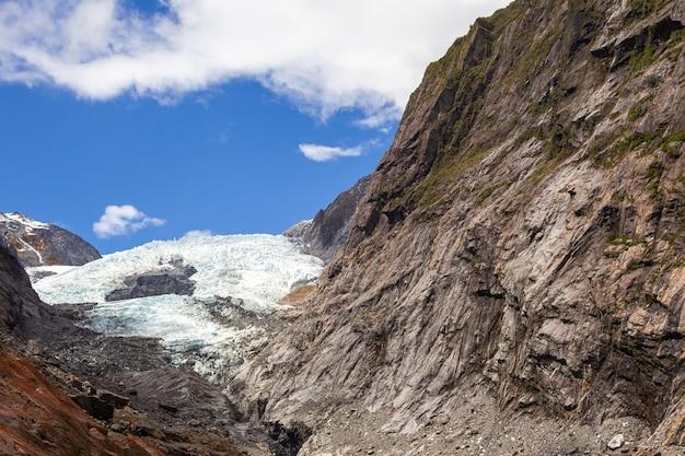 Vue sur le glacier de franz josef en nouvelle-zélande portrait de gracier île du sud