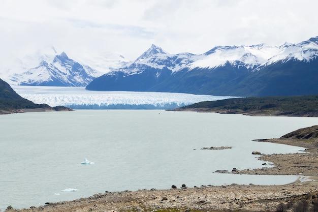 Vue sur le glacier perito moreno, paysage de patagonie, argentine. monument de patagonie