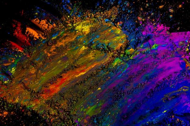 Vue grand angle d'une couleur de poudre mélangée malpropre sur la surface