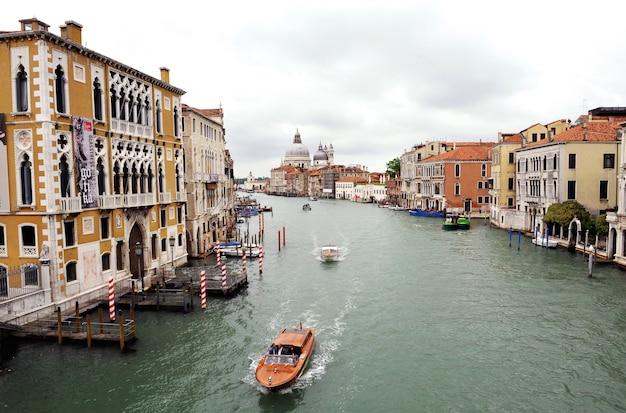 Vue sur le grand canal vénitien