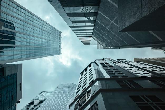 Vue des gratte-ciel d'affaires modernes verre et ciel vue paysage de bâtiment commercial