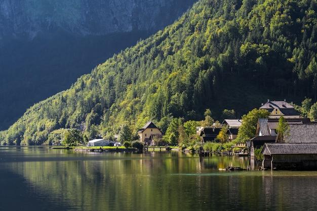 Vue de hallstatt depuis le lac hallstatt