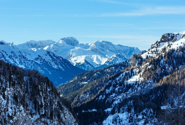 Vue d'hiver sur la montagne marmolada du lago fedaia trentino, province de belluno