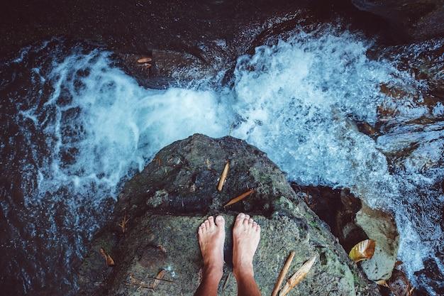 Vue imprenable sur la cascade.