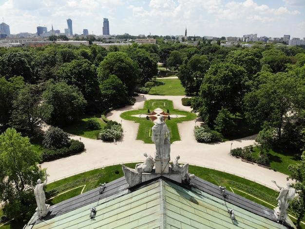 Vue imprenable d'en haut. la capitale de la pologne. grande varsovie. centre ville et environs.