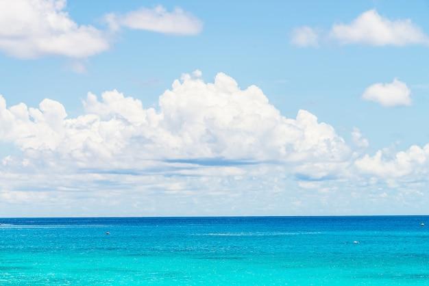 Une vue imprenable sur la mer et le ciel