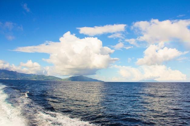 Une vue imprenable sur le paysage de montagne à mahé, seychelles