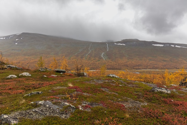 Vue impressionnante sur les montagnes du parc national de sarek en laponie suédoise