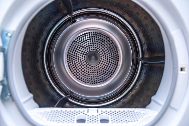 Vue à l'intérieur du tambour de la machine à laver