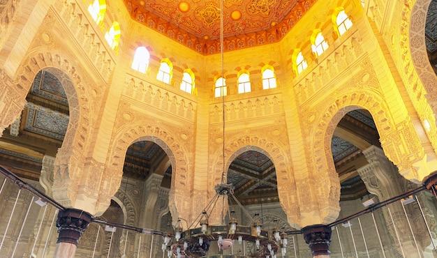 Vue de l'intérieur de la mosquée d'abu el abbas masjid, alexandrie, egypte.