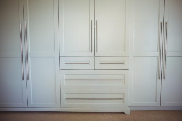 Vue intérieure des armoires modernes