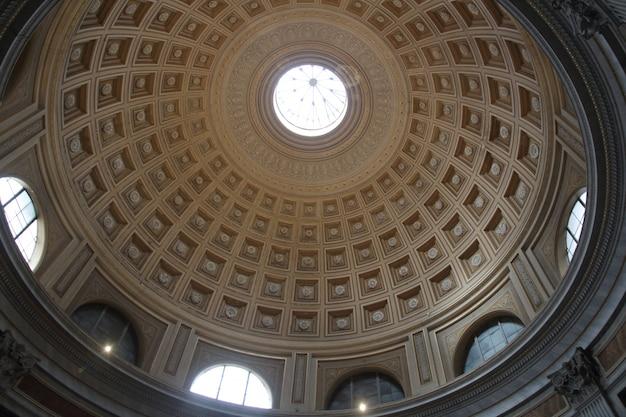 Vue intérieure de la basilique saint-pierre au vatican