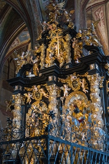 Vue intérieure de l'église paroissiale et de pèlerinage st. wolfgang