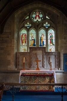 Vue intérieure de l'église sainte-marie à lower slaughter