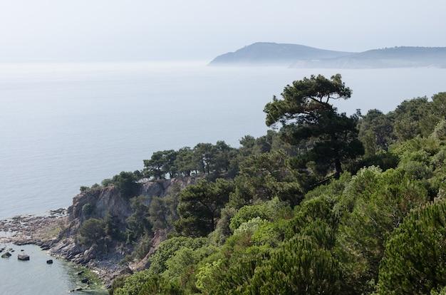 Vue d'istanbul et de la mer depuis l'île de buyukada