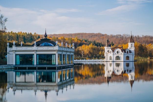Vue sur le lac du château