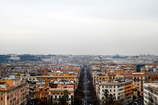 Vue large de la ville de rome depuis le vatican