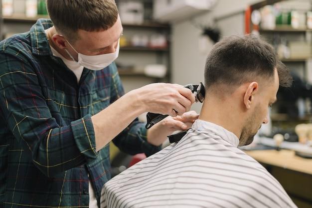 Vue latérale du concept de salon de coiffure
