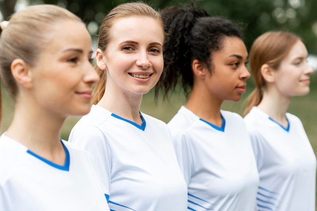 Vue latérale de l'équipe de football féminin