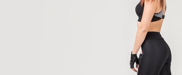 Vue latérale d'une femme athlétique avec espace copie