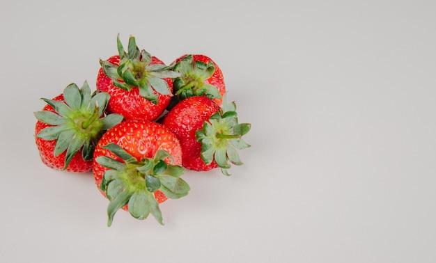 Vue latérale, de, frais, mûre, fraises, isolé, blanc, surface, à, copie, espace