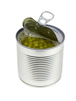 Vue latérale d'un pot ouvert de pois verts isolé sur fond blanc. conteneur universel pour la mise en conserve.