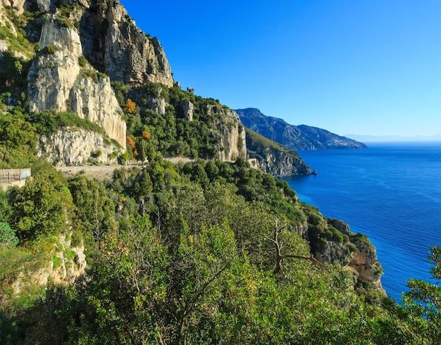 Vue sur le littoral de la mer. côte amalfitaine italie.